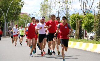 Ağrı'da Atletizm ve Tekerlekli Kayaklı Koşu Yarışması Yapıldı