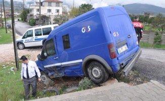 Çorum'da Para Transfer Aracı Devrildi 2 Kişi Yaralandı!