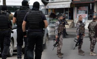 Diyarbakır'da 2 Polisi Bıçaklayıp Kaçmaya Çalıştı