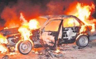 Doğubayazıt'ta Korkutan Otomobil Yangını