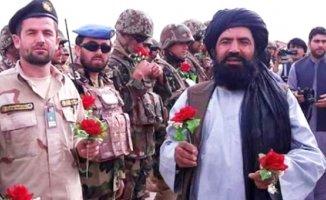 Afganistanlı Taliban Militanları Kabil'e Çiçekler Attı