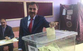 AK Parti Ağrı Milletvekili Adayı Abbas Aydın Oyunu Kullandı