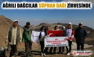 Ağrılı Dağcılar Süphan Dağı'nın Zirvesinde