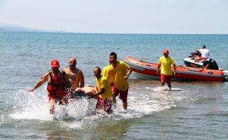 Denize Giren 4 Kişi Boğuldu