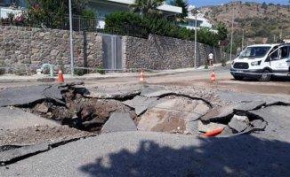 Muğla'da Yolda Patlama 5 Metrelik Çukur Oluştu