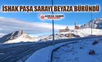 Ağrı'da Tarihe Işık Tutan İshak Paşa Sarayı Beyaza Büründü
