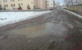 Ağrı Hamur'da Soğuk Hava Etkili Oluyor