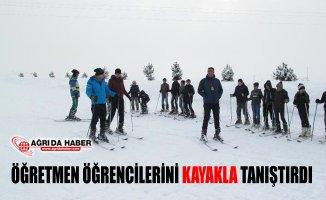 Ağrı'da Öğretmen Öğrencilerini Kayakla Tanıştırdı