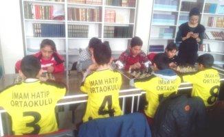 Eleşkirt'te İlokullar Satranç Turnuvasında yarışıyor