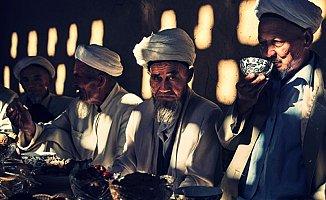 Çin Zulme Doymuyor! Müslümanlara Zorla Domuz Eti Yedirdiler
