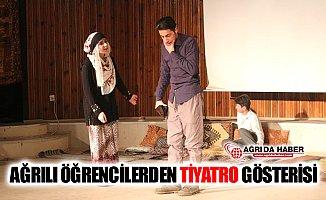 Ağrılı Öğrenciler Tiyatro Sahnesinde Yer Aldı