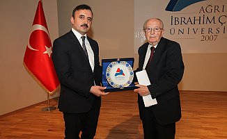 "AİÇÜ'de ""Milletin Sesi Mehmet Akif Ersoy ve İstiklal Marşımız"" Konulu Konferans"