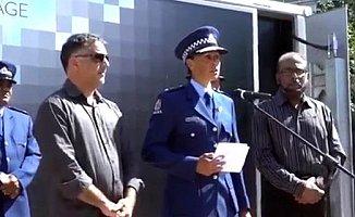 Yeni Zelanda'da polis şefi gözyaşlarıyla Müslüman Oldu