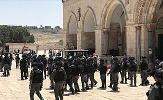 İsrail Polisi Yeniden Mescid-i Aksa'da