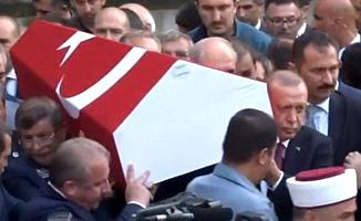 Erdoğan Ve Davutoğlu Cenazeyi Beraber Taşıdı