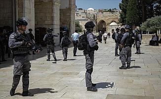 Mescid-i Aksa'ya Yine İsrail Askerleri Baskın yaptı 2 yaralı
