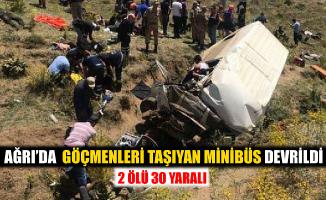 Ağrı'da Göçmenleri Taşıyan Minibüs Devrildi! 2 Ölü 30 Yaralı!