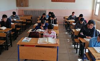 Ağrılı Öğrenciler'den Barış pınarı Harekatına Dua ile Destek