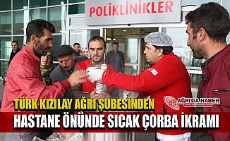 Türk Kızılay Ağrı Şubesi Ağrı Devlet Hastanesi Önünde Çorba Dağıttı