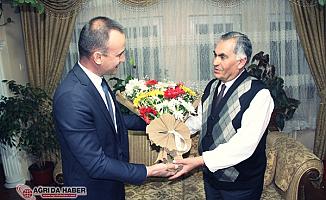 Ağrı'da Emekli Öğretmen Cafer Erdoğan'a vefa ziyareti