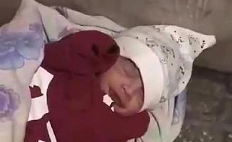Yeni Doğan Bebeği Sokağa Attılar