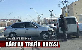 Ağrı'da Maddi Hasarlı Trafik Kazası