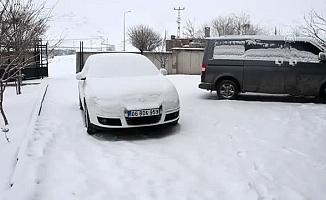Ağrı'da Kar Yağışı Araç Sahiplerine Zor anlar yaşattı
