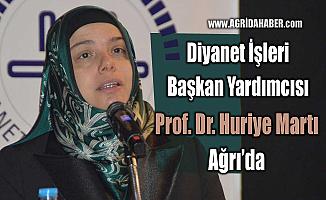 """Prof. Dr. Huriye Martı: """"Kul olarak Allah'ın karşısında kadın ve erkek eşittir"""""""