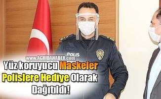 Ağrı'da Yüz koruyucu Maskeler Polislere Hediye Olarak Dağıtıldı