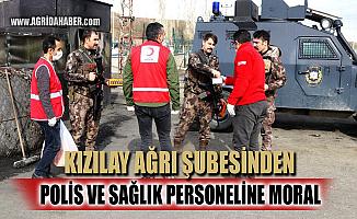 Kızılay Ağrı'daki polis ve sağlık görevlilerine kandil simidi dağıttı