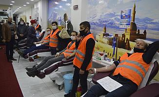 Ağrı'da Kızılay'a kan bağışı devam ediyor