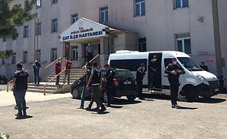 Husumetli aileler çatıştı! 5 kişi hayatını kaybetti