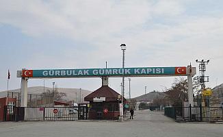 İran tarafında kalan TIR'lar Gürbulak'tan yurda dönüş yapamaya başladı