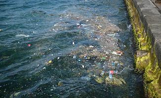 İstanbul'da sahili çöp bastı!