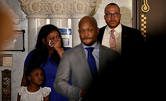Floyd'un ailesi kameralar karşısına geçti