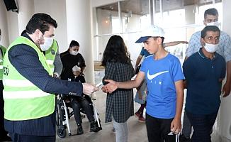 Ağrı'da ihtiyaç sahibi 1500 çocuğa kıyafet çeki dağıtıldı
