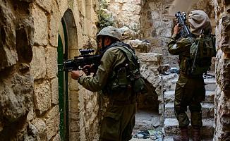 İsrail eski Filistinli Milletvekilini Gözaltına Aldı