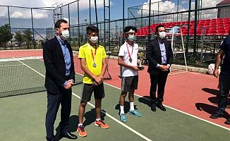 Ağrılı tenisçilerden Ağrı'ya 3 Madalya