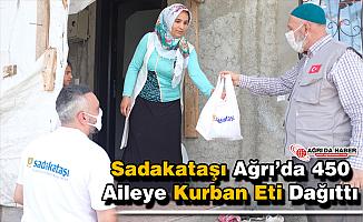 Sadakataşı Derneği Ağrı'da 450 Aileye kurban eti dağıttı