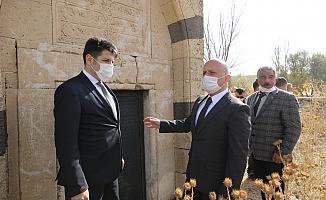 Vali Varol, Hamur Kümbetinde İncelemelerde Bulundu