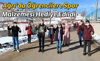 Ağrı'da Öğrencilere Spor Malzemesi Hediye Edildi
