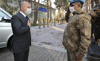 Vali Varol Komando Alay Komutanlığını Ziyaret Etti