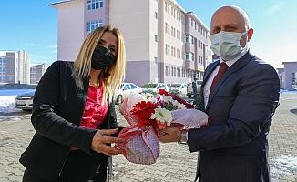 Vali Varol Mehmet Akif Ersoy Konulu Resim Sergisini Ziyaret Etti