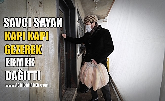 Başkan Savcı Sayan kapı kapı dolaşarak vatandaşlara ekmek dağıttı