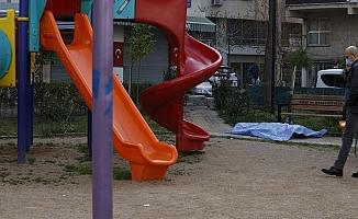 Antalya'da Parkta Bir Kişinin Cansız Bedeni Bulundu