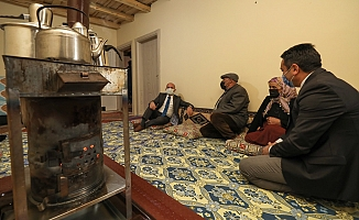 Vali Varol'dan Yaşlılar Haftasında Büyüklere Ziyaret