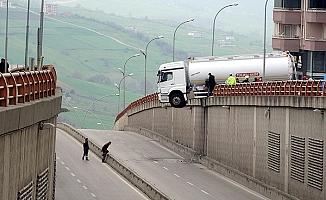 El Frenini Çekmeyen Tanker Asılı Kaldı