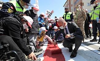 Vali Varol Yayalar Kırmızı Çizgimiz Sloganıyla Kırmızı Çizgiyi Çekti
