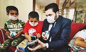 Başkan Savcı Sayan 250 çocuğa bayramlık elbise ve ayakkabı