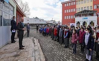 Vali Varol'dan Eleşkirt Yücekapı İlk/Ortaokuluna Ziyaret